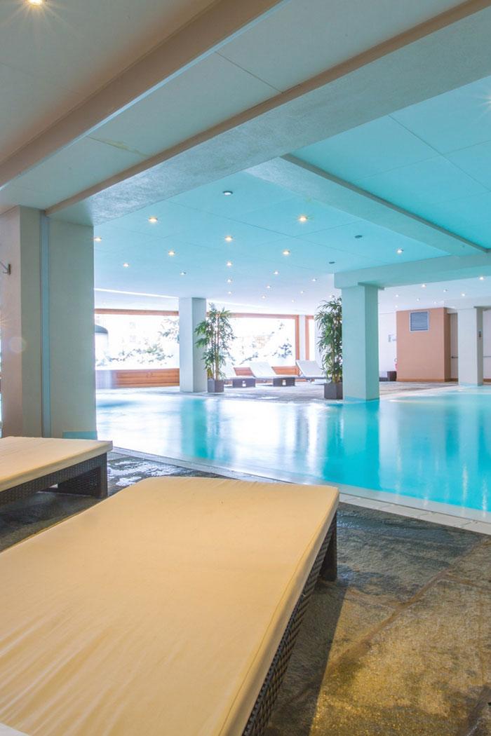 espace détente de la Résidence Vallorcine avec sa piscine